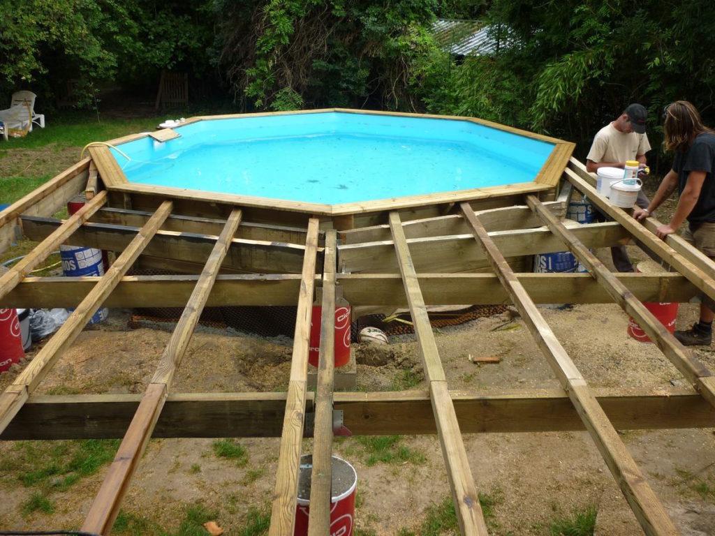 Comment habiller une piscine hors sol en bois ? - Blog de Bricolage